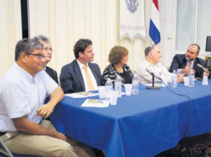 From left: Evaluation Committee member Glenn Thode, Luc Verheij, Frans Weekers, Liesbeth Spies and Fred Soons with Commissioner Chris Johnson at Monday's meet-and- greet on Saba. (Photo The Daily Herald)