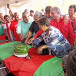 The cutting of the water melon. (Photo Antilliaans Dagblad)