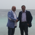 Ed Smith, Acting Director P-Direkt and Jan Helmond, Director Rijksdienst Dutch Caribbean (RCN) seals the cooperation with a handshake.  (Photo RCN)