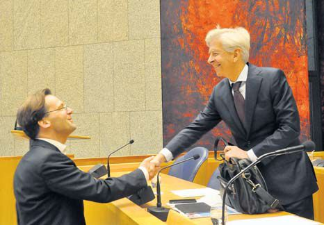 Member of the Second Chamber Ronald van Raak (left) greets Minister of Home Affairs and Kingdom Relations Ronald Plasterk at the start of Thursday's meeting. (Suzanne Koelega photo)