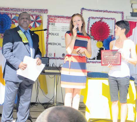 Child Focus Foundation gets an award from Commissioner of Culture Rolando Wilson (left)